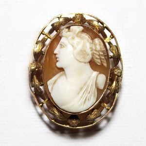 Vintage Early 1900s 10k gold Shell Cameo Brooch